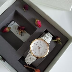 FOSSIL WHITE FLORAL LEATHER BAND WATCH